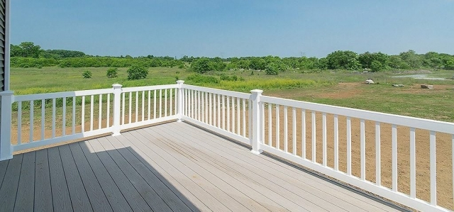 3BD Rancher With Garage deck