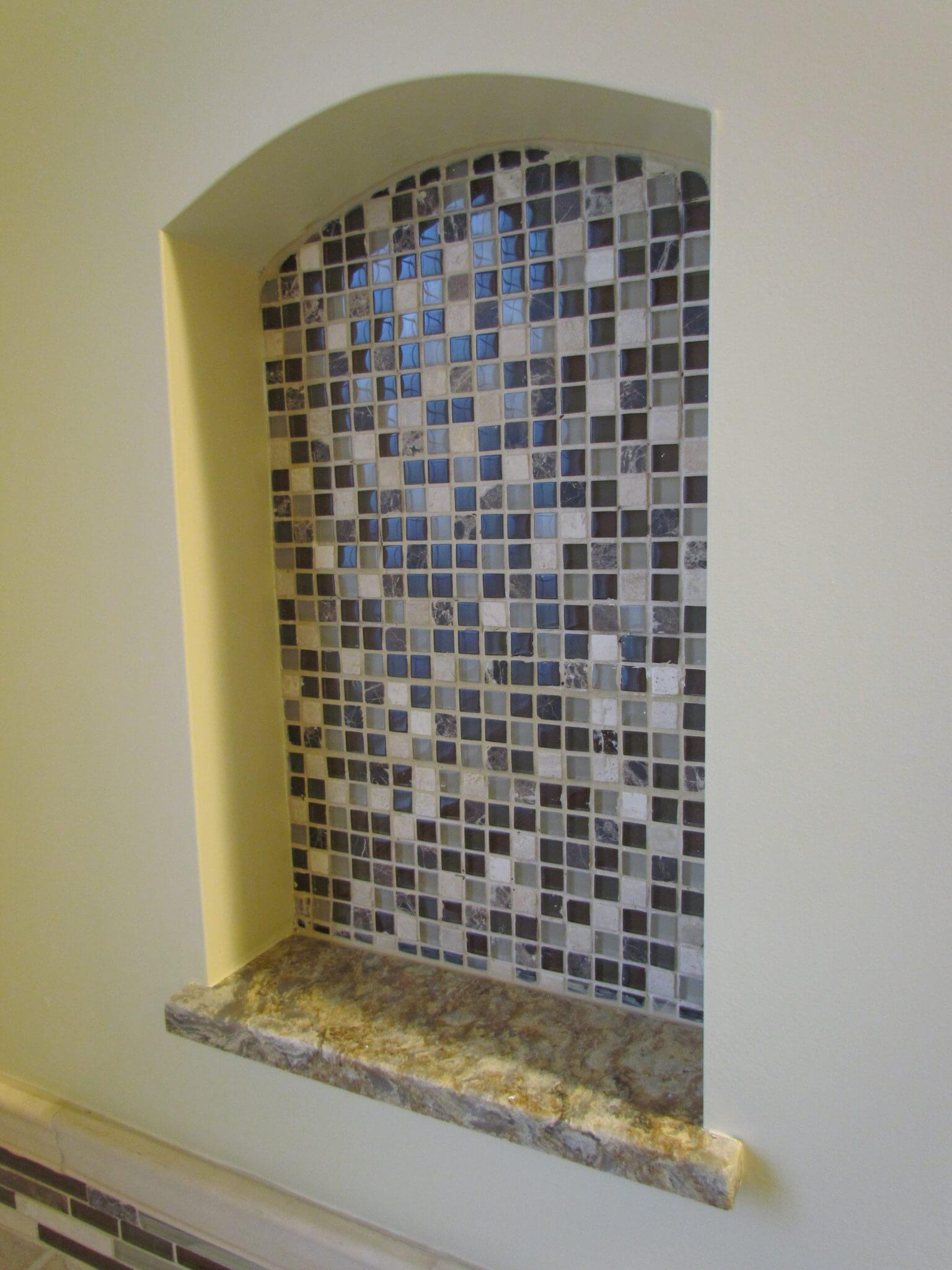 Master Bathroom En Suite decorative tile